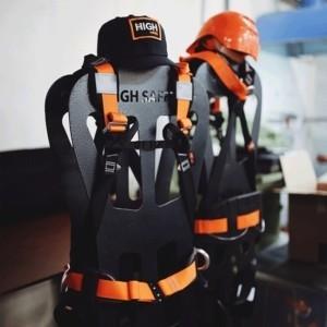 Фото манекена. Страховочное снаряжение | High Safety | Высота СЗ